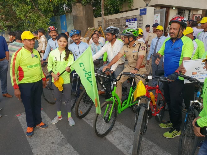 Nashik Cyclist Association with HCG MAnavata Cancer Centre